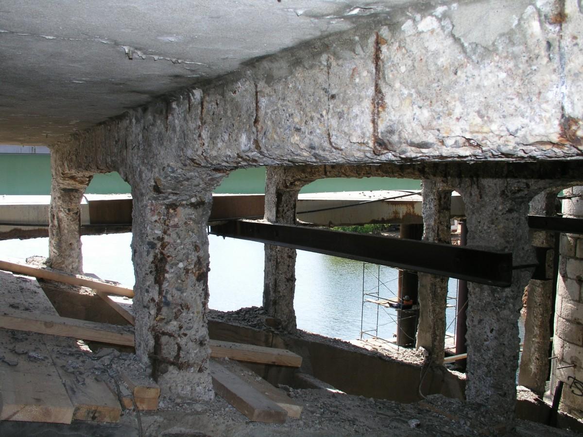 Разрушенные ЖБ-колонны