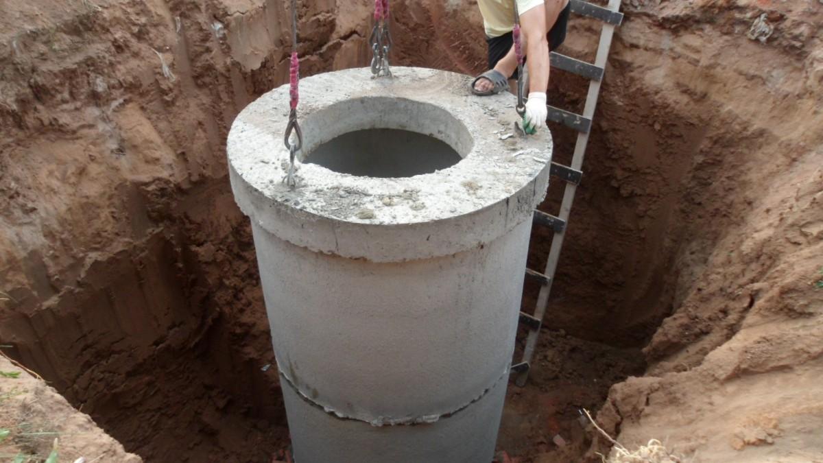 Монтаж бетонных колец для колодца